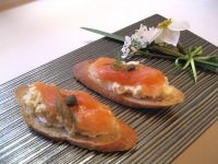 salmon-crostini-on-slate